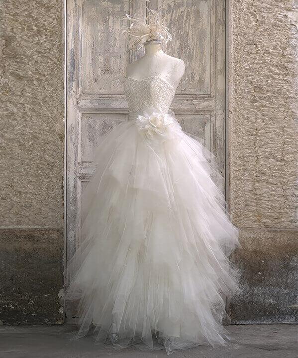 best website 969f4 c8fea Abiti da sposa personalizzati a Brescia con le migliori stoffe
