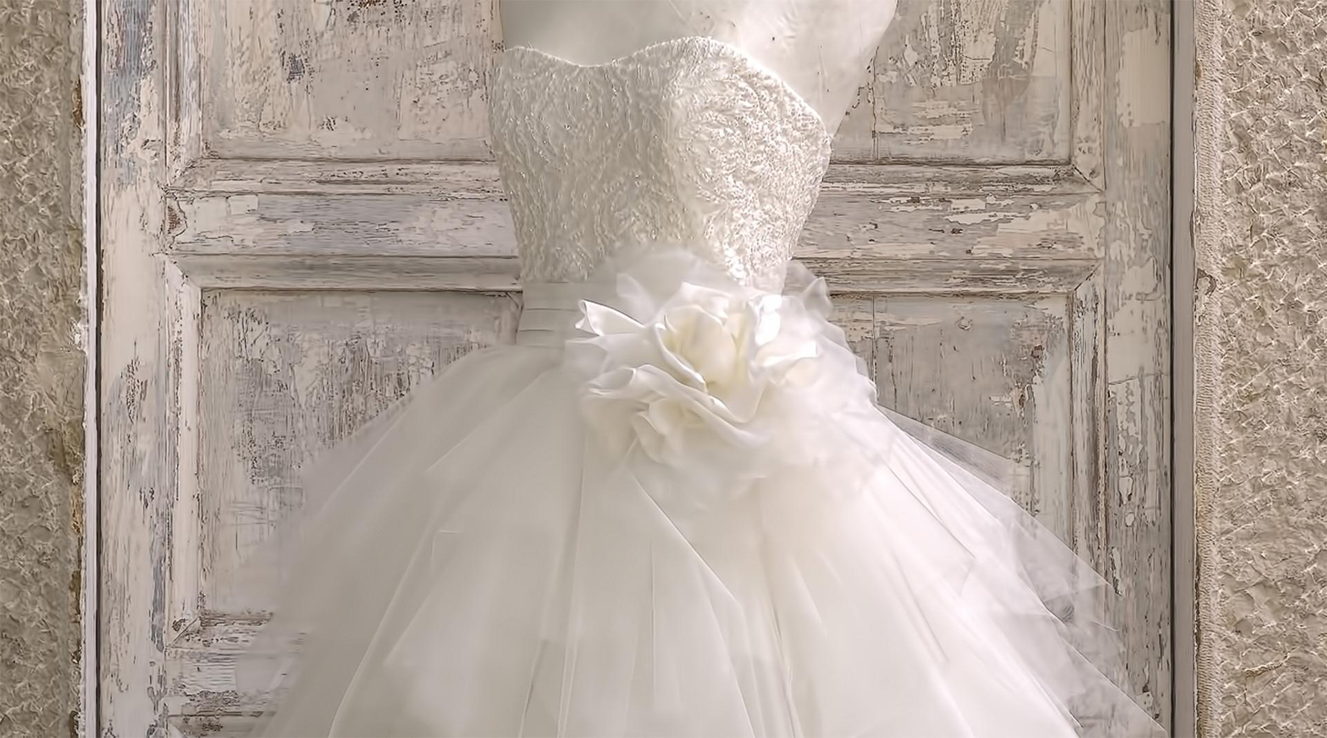 95cdf407414b Poesie di stoffa per il matrimonio dei tuoi sogni. Atelier 25 è una  boutique di abiti da sposa a Brescia ...